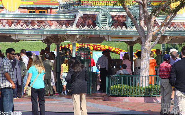Front Gate filming at Disneyland of Saving Mr. Banks